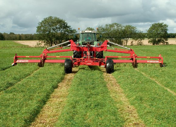 JF GXT 13005_Mower fits well in CTF forage grass production. Cutting width: 12.3 m