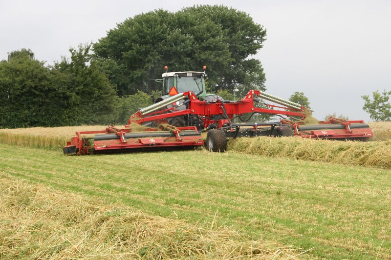 Swathing barley for forage with the JF-Stoll GTX 1300